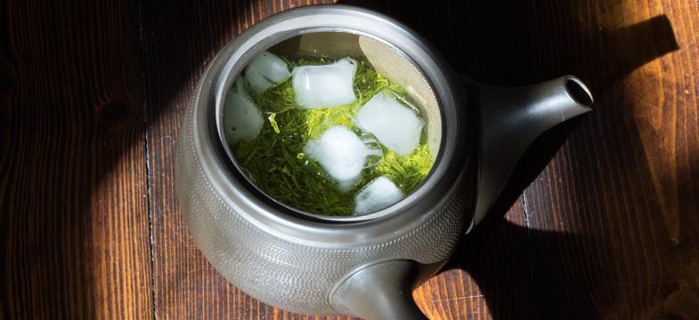 Preparação do chá Mizudashi